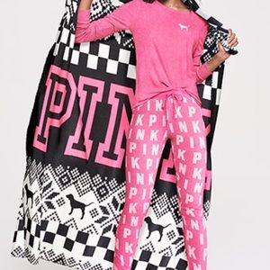 PINK Victoria's Secret Accessories - NIP Victoria's Secret Pink Blanket